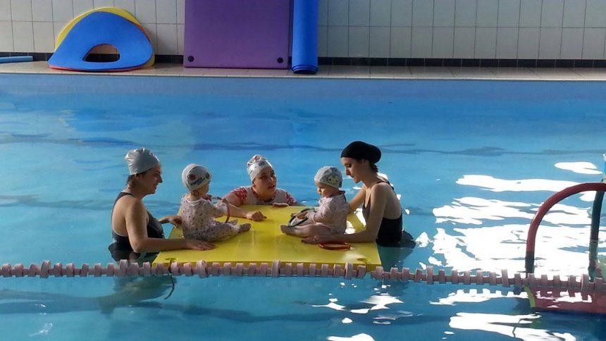 Desenvolvimento infantil: A ciência por trás da natação para bebês