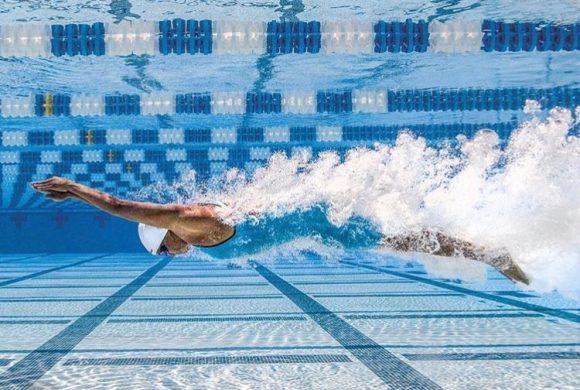 6 benefícios da natação para adultos: por quê nadar?